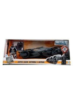 Justice League Batmobile 1:24 Die Cast Car with Figure
