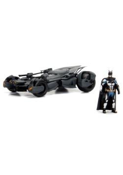 Justice League Batmobile 1:24 Die Cast Car with Figure 2