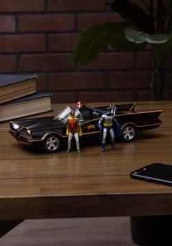 Batmobile 1966 w/ Batman and Robin 1:18 Die Cast V